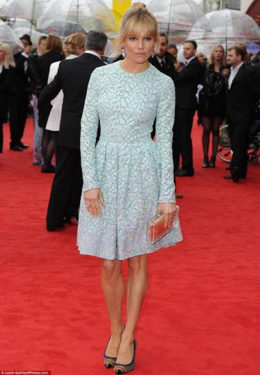 sienna-miller-matthew-williamson-bafta-dress-blue-skater-fashion-style