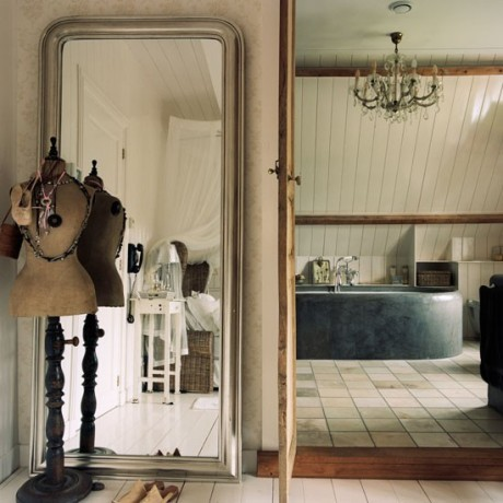 colonial-style-dutch-house-House-tour-classic-decorating-bathroom